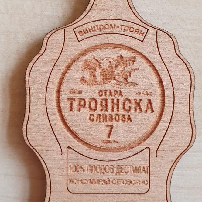 Дървен магнит